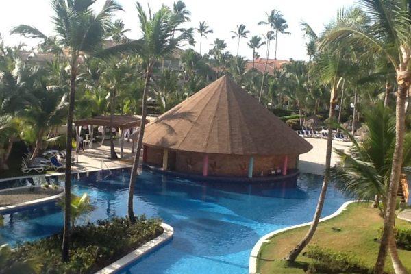 Punta Canta swim-up bar